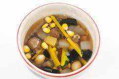 Dessert chinois, haricots assortis en sirop de Longan Photos libres de droits