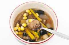 Dessert chinois, haricots assortis en sirop de Longan Photographie stock