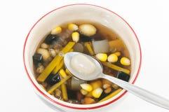 Dessert chinois, haricots assortis en sirop de Longan Photo libre de droits