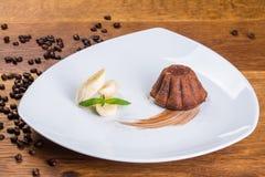 Dessert Chocoladebrownie, chocoladecake, banaan met chocolade stock foto