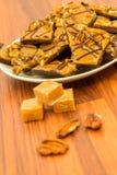 Dessert - chocolat de caramel et festin doux caoutchouteux riches de noix de pécan image stock