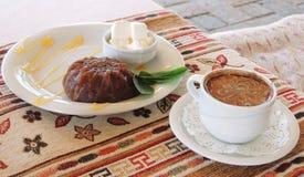 Dessert con il gelato ed il caffè orientally Fotografia Stock