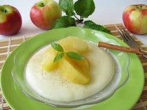 Dessert con le mele stufate Fotografia Stock Libera da Diritti