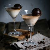 Dessert con liquore, i cubetti di ghiaccio del caffè ed il gelato Immagini Stock Libere da Diritti