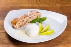 Dessert Crème glacée de tarte et, tarte aux pommes, et tranches de pomme photos stock