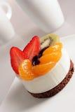 Dessert crema con frutta Fotografie Stock Libere da Diritti