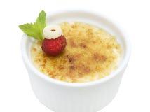 Dessert crema della vaniglia francese tradizionale con zucchero caramellato sulla parte superiore Fotografie Stock Libere da Diritti