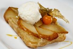 Dessert délicieux avec la crème glacée sur un Tableau Image stock