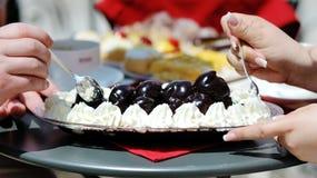 Dessert délicieux savoureux de chocolat avec de la crème Images libres de droits