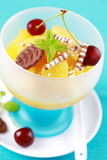 Dessert d'ananas avec la cerise Image stock
