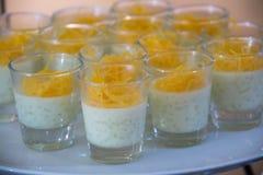 Dessert dans le verre à liqueur, buffet de approvisionnement Images libres de droits