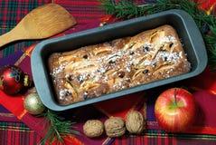Dessert dat met appelen en rozijnen wordt gemaakt Stock Afbeeldingen