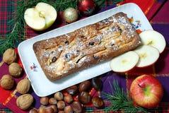 Dessert dat met appelen en rozijnen wordt gemaakt Stock Foto