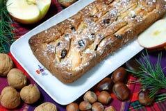 Dessert dat met appelen en rozijnen wordt gemaakt Royalty-vrije Stock Afbeeldingen
