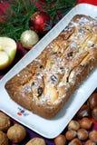 Dessert dat met appelen en rozijnen wordt gemaakt Stock Fotografie