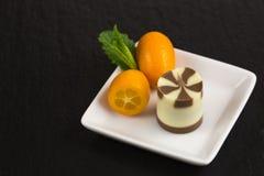 Dessert de chocolat avec le kumquat Images stock