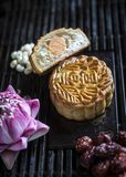 Dessert de fête de pâtisserie de mooncake de chinois traditionnel Photo stock