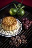 Dessert de fête de pâtisserie de mooncake de chinois traditionnel Images libres de droits