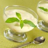 Dessert de fromage fondu avec la menthe Photographie stock libre de droits