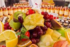 Dessert de fruit de buffet photographie stock libre de droits