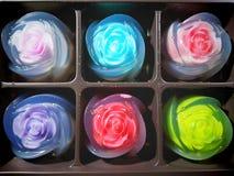 Dessert de gélatine coloré de forme de fleur de plein cadre Photo stock