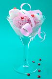 Dessert de glace avec la sucrerie Image libre de droits