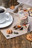 Dessert de halva et café noir Photographie stock libre de droits