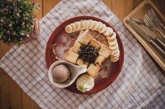 Dessert de mélange avec du pain grillé Photos libres de droits