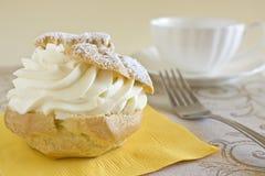 Dessert de pâte feuilletée de crème Image libre de droits