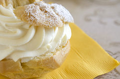 Dessert de pâte feuilletée de crème Image stock