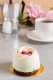 Dessert de pâtisserie d'élégance avec des framboises Image stock