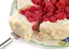 Dessert de Rasberry Pavlova Photos stock