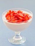 Dessert: De room van Mascarpone met aardbeien Stock Fotografie
