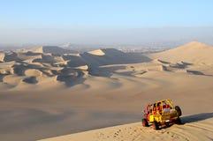 Dessert de sable avec la poussette de dune Images libres de droits