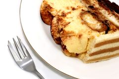 Dessert de Tiramisu d'une plaque blanche Photo libre de droits