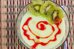 Dessert del budino del kiwi Immagine Stock