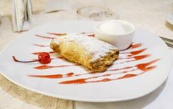 Dessert del calzolaio della ciliegia Fotografie Stock