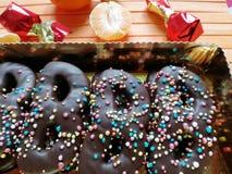Dessert del cioccolato sotto forma di maschere pronte per il travestimento a Venezia immagine stock libera da diritti