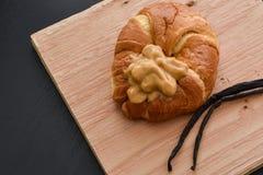 Dessert del croissant della crema della vaniglia Fotografie Stock Libere da Diritti