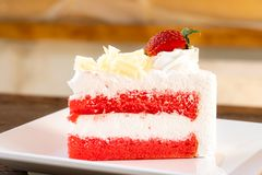Dessert del dolce della fragola sul piatto bianco fotografia stock libera da diritti