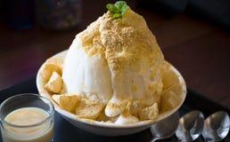 Dessert del ghiaccio raso Coreano di Bingsu Immagine Stock