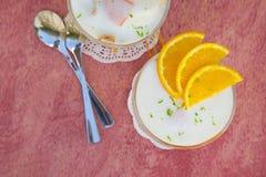 Dessert del latte con le arance Immagine Stock