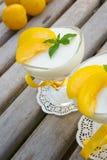 Dessert del latte con le prugne gialle Fotografia Stock
