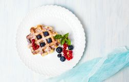 Dessert della cialda con bacca immagine stock libera da diritti