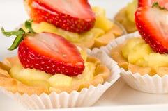 Dessert della fragola con il materiale di riempimento crema Fotografie Stock Libere da Diritti