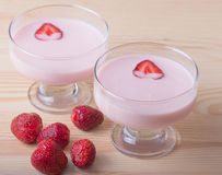Dessert della fragola con yogurt, fuoco selettivo Fotografia Stock