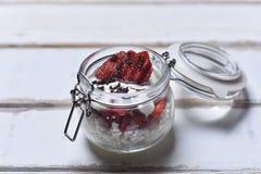 Dessert della fragola sulla tavola Fotografie Stock Libere da Diritti