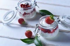 Dessert della fragola sulla tavola Immagini Stock Libere da Diritti