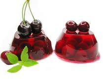 Dessert della gelatina di frutta con la ciliegia fotografia stock libera da diritti