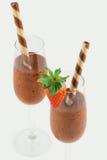 Dessert della mousse di cioccolato con la cialda e la fragola Fotografie Stock